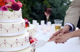 wedding cake cutting wedding cake cutting the do s and don ts kasalang pilipino