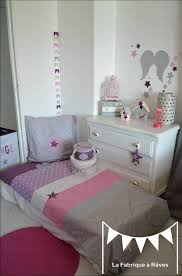 chambre enfant fille décoration chambre bébé et linge de lit parme violet vif et