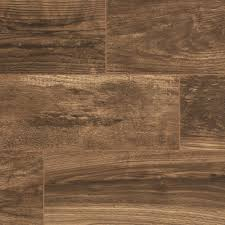 Floormaster Laminate Flooring Trafficmaster Gladstone Oak 7 Mm Thick X 7 2 3 In Wide X 50 4 5