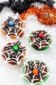 halloween spiderweb cupcakes with chocolate spiders