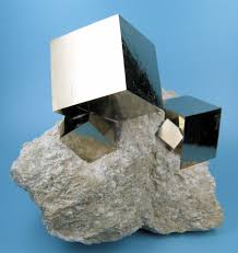 stacked cubes crystal table l why does pyrite form cubic crystals chemistry stack exchange