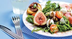 assiette de cuisine une assiette méditerranéenne délicieusement garnie