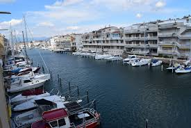 empuriabrava nice apartment for rent with garage and private mooring