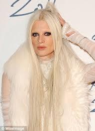 new u0027no eyebrow u0027 trend is taking the fashion world by storm