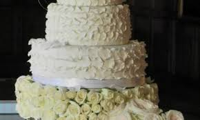 choosing your dream wedding cake guides for brides