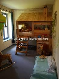 cabane dans chambre cabane construite avec des palettes pour une chambre d