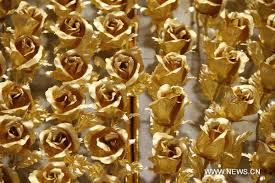 Golden Roses 1 999 Roses Made Of 99 99 Gold On Sale In Nanjing Lifestyle