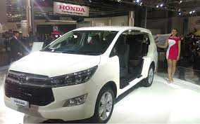 toyota innova innova crysta photo gallery