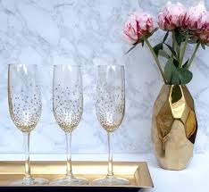 24 ways to decorate like you re an old hollywood star decorate glasses simple and tasteful diy is fun