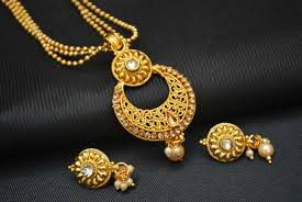 fashion jewellery necklace set images Artificial pendant set in gold tone jpg