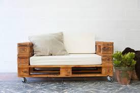 canapé sur roulettes canapé en palette de bois idées faciles en 27 photos fascinantes