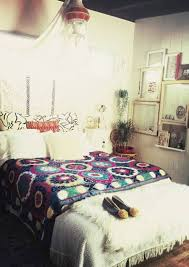 Boho Chic Bedrooms Boho Chic Bedroom With Canopy And Framed And Floral Bedding And