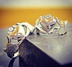 wedding ring alternative 5 engagement wedding ring alternatives tying the knot livingly