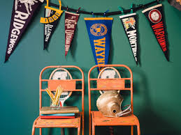how to make a vintage pennant party banner for a collegiate