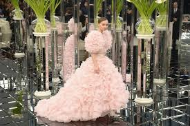 the wedding dress depp closed the chanel 2017 haute couture show in