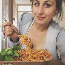 former bulimic reveals she will only feed her daughter raw fruit