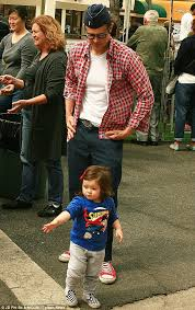 Seeking Johnny Knoxville Johnny Knoxville Carries His Tots Rocko And Arlo As His