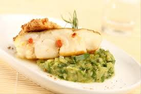 cuisiner dos de cabillaud recette de dos de cabillaud piqué au chorizo caviar de courgette en