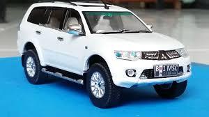 tomica toyota hilux custom pajero sport 2014 white diecast car vitesse 1 43 youtube