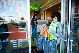 snap kitchen she is fighting hunger by rescuing prepared foods houston chronicle