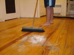 cleaning engineered hardwood floors with vinegar and water