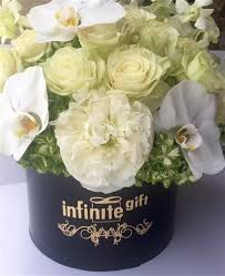 miami flower delivery luxury flower gift hat box filled with the highest quality