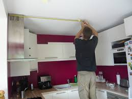 cuisine blanche mur framboise peinture framboise nos rénos décos