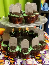 halloween cemetery cakes amber u0027s craft a week blog october 2015