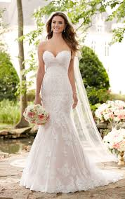 Hire A Wedding Dress Wedding Dresses Romantic Lace Wedding Gown Stella York