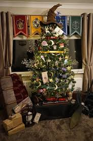 this harry potter christmas tree is pure holiday magic huffpost