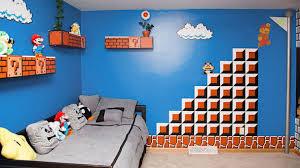 un pere hyper passionne decore la chambre de sa fille en un niveau