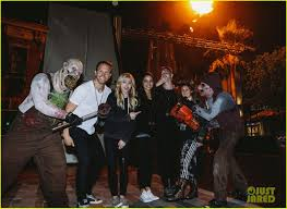 universal studios halloween horror nights 2015 kylie jenner u0026 tyga stop by halloween horror nights photo