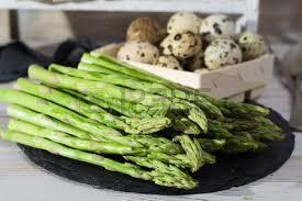 cuisiner asperges vertes fraiches saison de printemps repas diététique asperges vertes fraîches et
