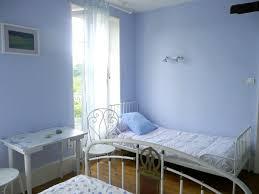 simenon la chambre bleue deco chambre bleue dco une peinture chambre couleur dlav et des