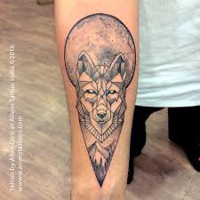 geometrical wolf tattoo by allan gois at aliens tattoo mumbai