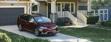 2017 chrysler pacifica vs 2017 toyota sienna in skokie il
