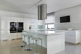 cuisine blanche avec ilot central 55 idées originales de cuisines modernes à vous faire partager