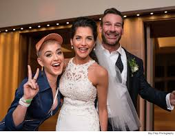 katy perry wedding dress katy perry fulfilled wedding crasher dreams for 15 minutes in