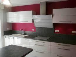 cuisine blanche mur framboise cuisine meuble gris et mur framboise meilleures idées pour votre