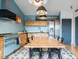 cuisine industriel une cuisine bleue au style industriel chic