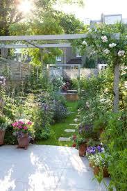Small Backyard Flower Garden Ideas Best 25 Backyard Garden Design Ideas On Pinterest Backyard