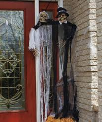 Skeletons For Halloween Decorations by New Hanging Bride Groom Skeletons Scary Outdoor Halloween