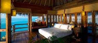 chambre sur pilotis la plus grande villa sur pilotis du monde voyage luxe maldives