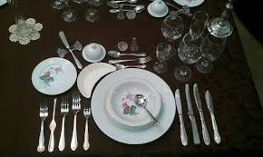 posizione bicchieri in tavola il galateo ci spiega come apparecchiare la tavola il giglio