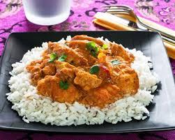 cuisiner blancs de poulet recette riz blanc à la sauce au poulet et curry