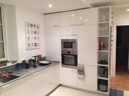 cuisine blanche brillante cuisine rénovée par déco cuisine