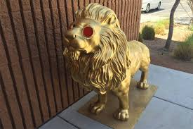 gold lion statues las vegan finds stolen lion statue on way to work las vegas