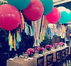Table Top Balloon Centerpieces by 68 Best Giant Balloons For Wedding Décor Images On Pinterest
