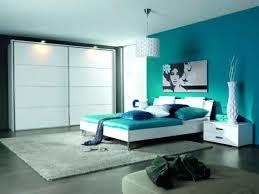 decoration des chambres de nuit chambre bleu nuit idee deco chambre bleu canard accents bleu
