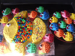 Tropical Theme Birthday Cake - coolest cake ideas little fish cupcakes following a big fish